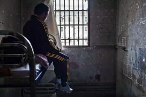 06.12-1-chambre-La-prison-des-Baumettes-a-Marseille.-930620_scalewidth_460