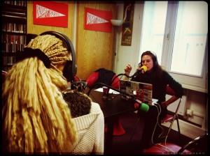 Adrienne Ntakeu au micro de Mélanie Masson